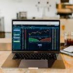 invertir en acciones o en fondos de inversion